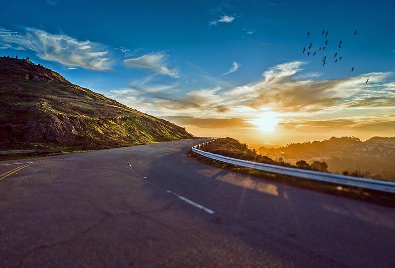Nasveti za super kratkočasno in varno potovanje z avtom